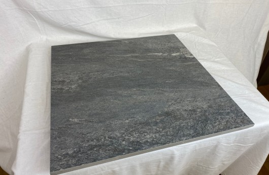 Pavimento in Gres porcellanato galleggiante Alpi Antracite 60x60 R11