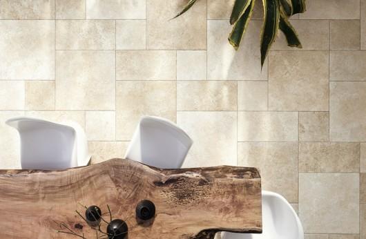 Pavimento in gres porcellanato effetto pietra leccese per esterni