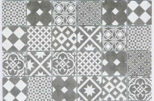 Mosaico cementina sabbia 5x5 su rete in gres porcellanato.