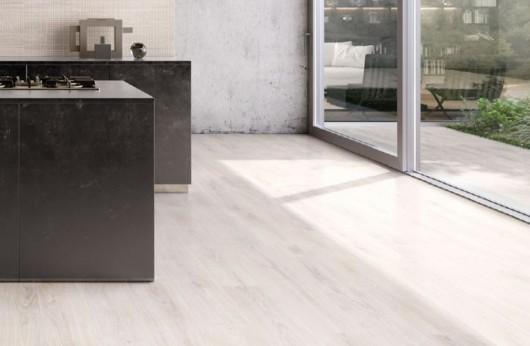 Pavimento in gres porcellanato Wood Touch Sbiancato 20x120 Ergon ceramica