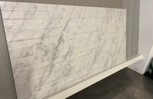 Muretto in gres porcellanato 31x62 Quarzite Carrara