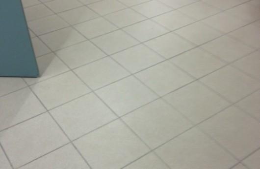 Gres porcellanato naturale puntinato tutta massa grigio 30x30 e 30x60.
