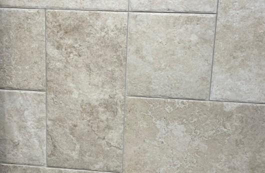 Pavimento in gres porcellanato effetto pietra leccese per interni