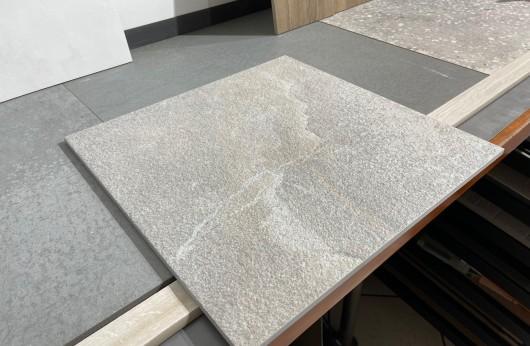 Pavimento in gres porcellanato Dragon Grey Casalgrande Padana per esterno