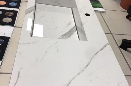 Lavabo in gres porcellanato realizzato con il pavimento che vuoi