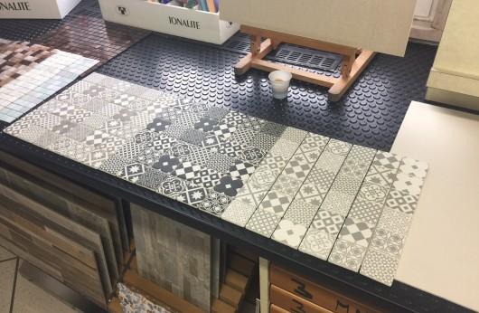 Mosaico cementina grigio 5x5 su rete in gres