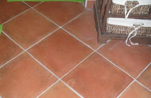 Pavimento in gres tipo Cotto Rosso Antiscivolo R11 per esterno