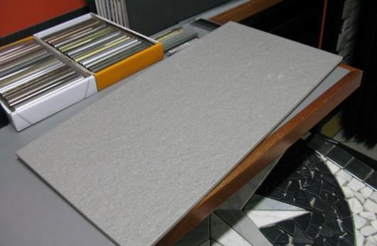Pavimento in gres porcellanato Porfido grigio 31x62 R11 esterno