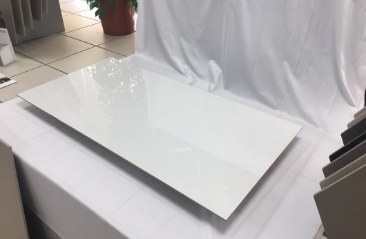 Pavimento in gres levigato lucido Total White 60x120 spessore 5,5 mm