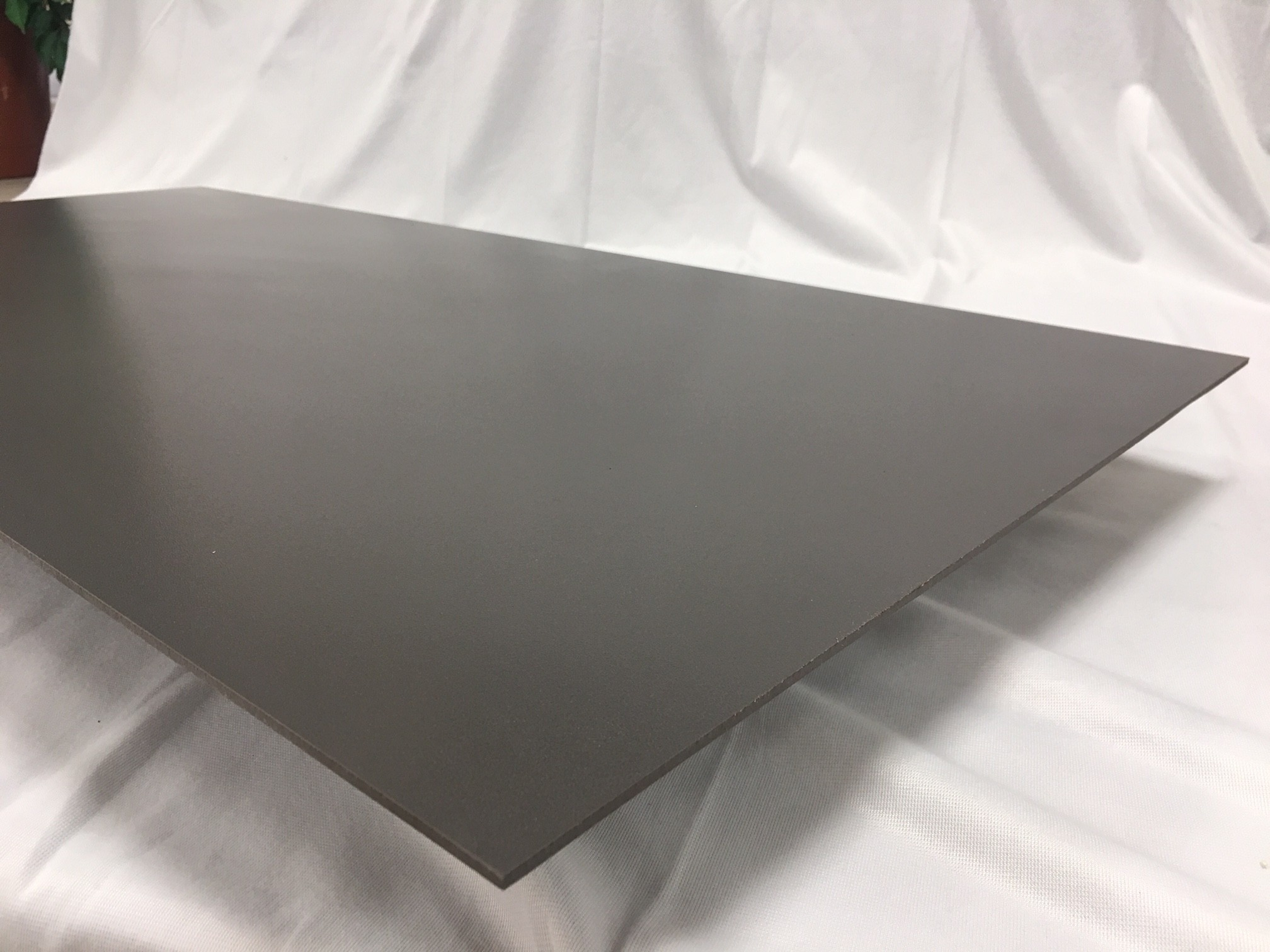 Lastra 3,5 mm di spessore in gres Grigio scuro con rete 1°scelta 50x100