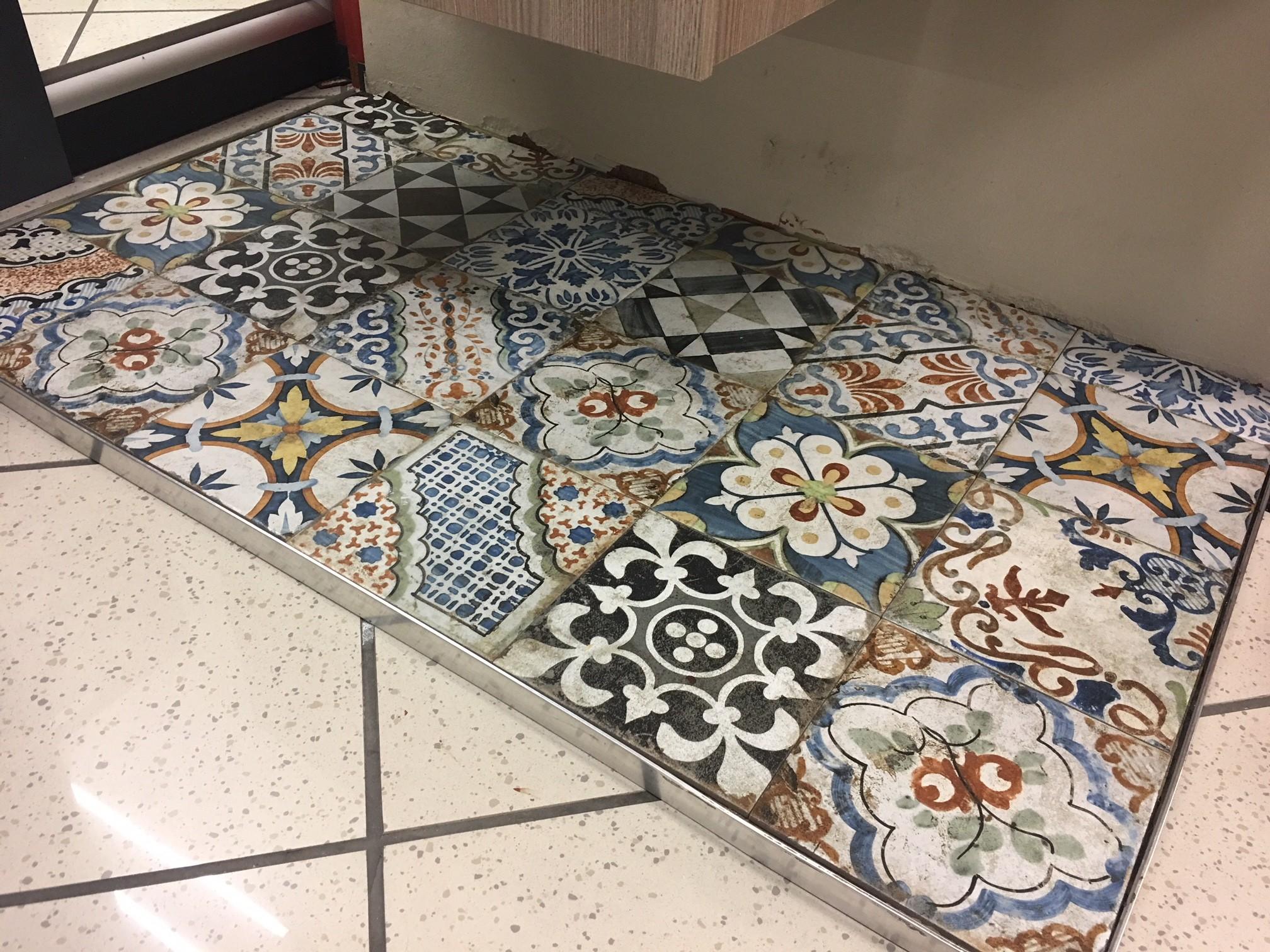 Pavimento e rivestimento in gres agadir decorato bertolani store