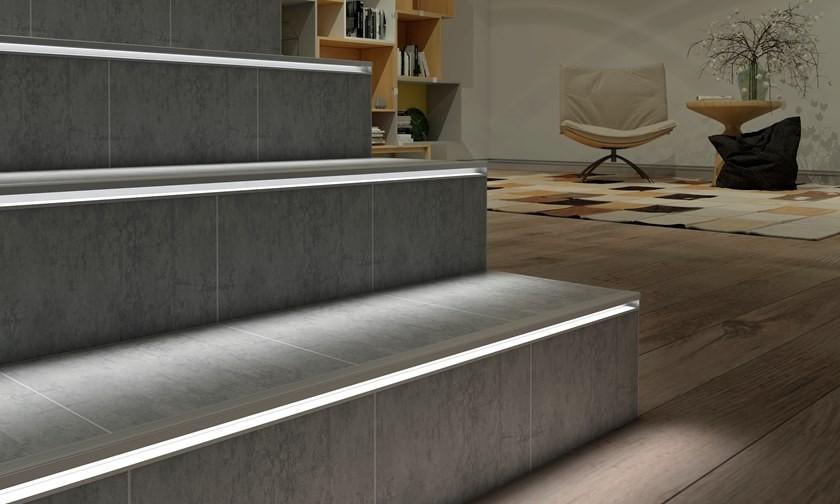 Profilo per gradini antiscivolo in alluminio con soluzione Led