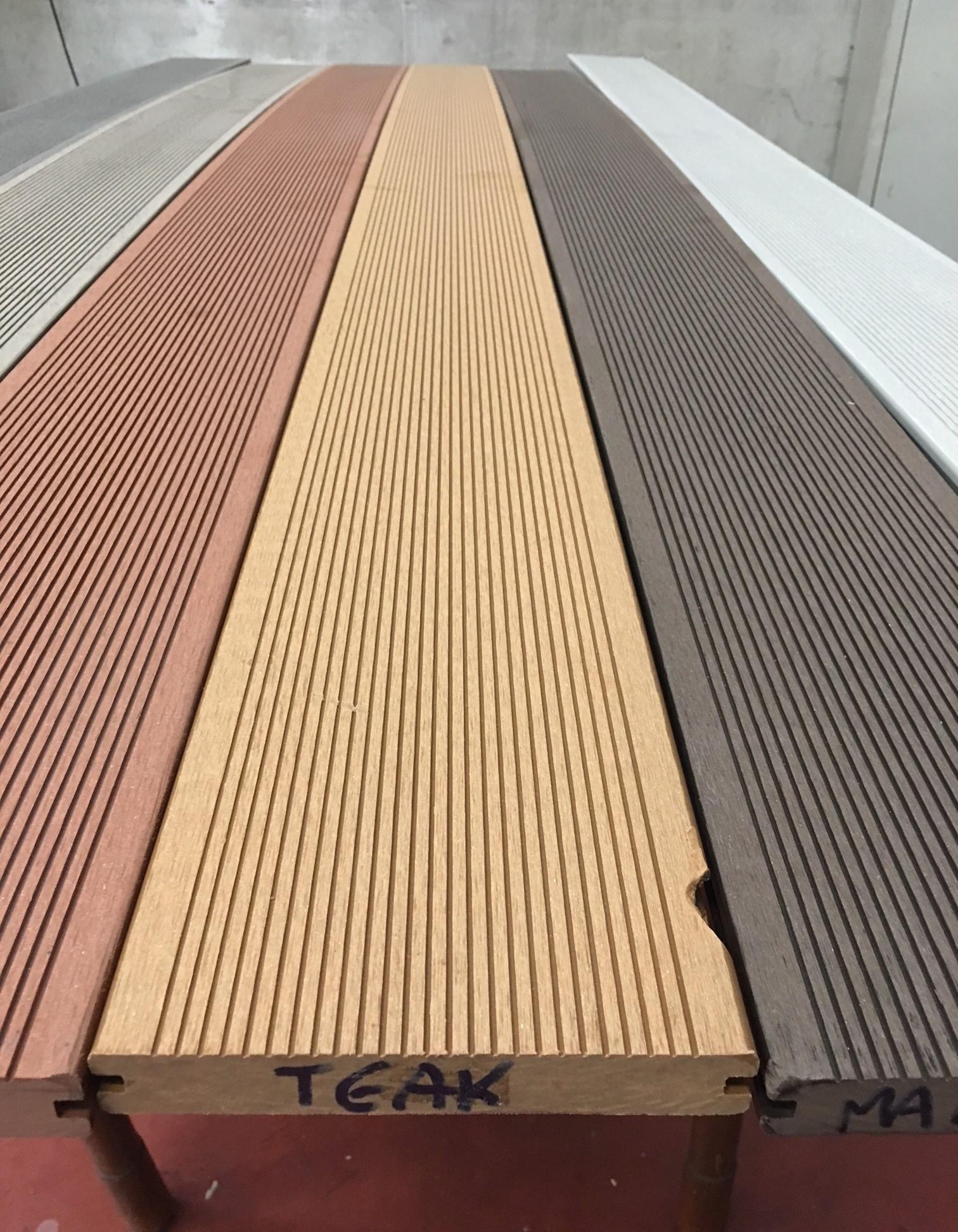Pavimento per esterno Wpc Teak pieno 23 mm Bertolani Store